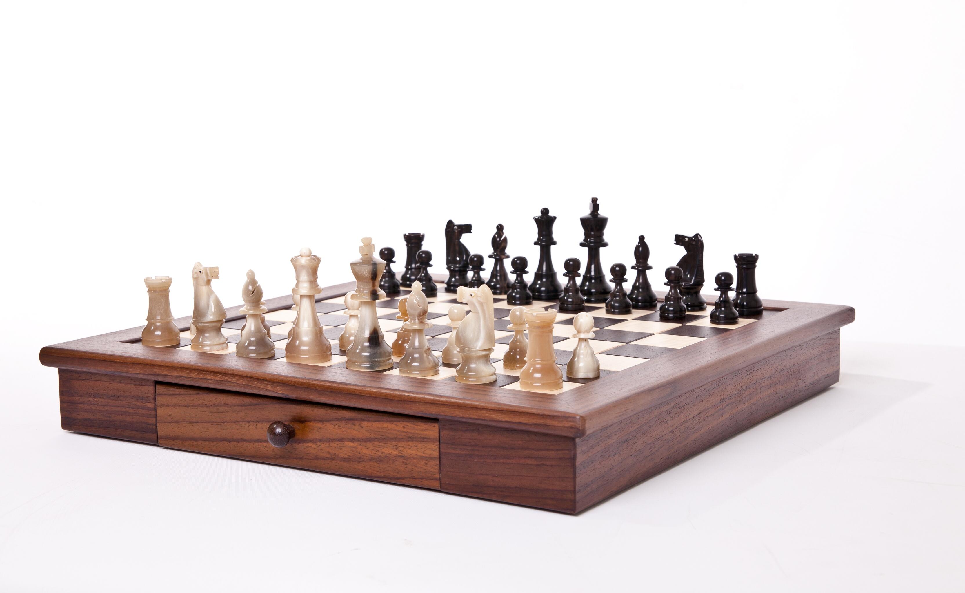 schachbrett und figuren