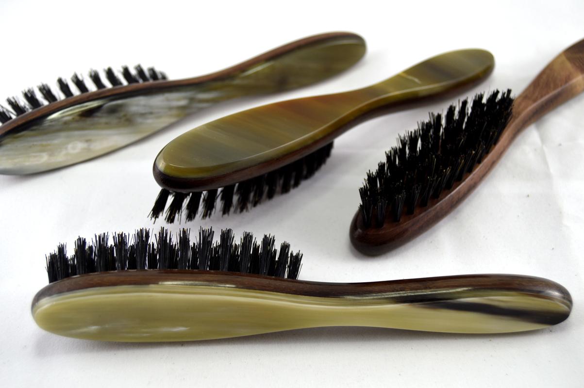 Artikel Bild: Bartbürste mit Griff in Rosenholz und Horn